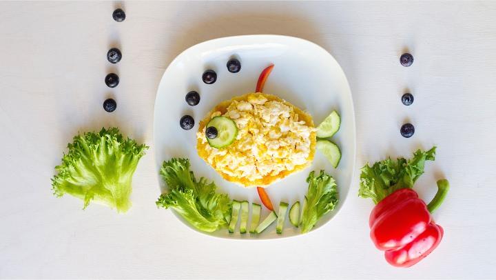 Завтрак для детей. Оформление еды. Делаем рыбку.